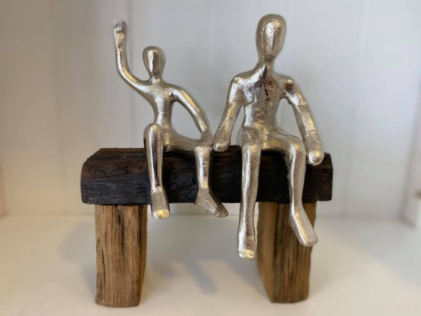 "Statue Holz mit Aluminium ""Paar auf Bank"""