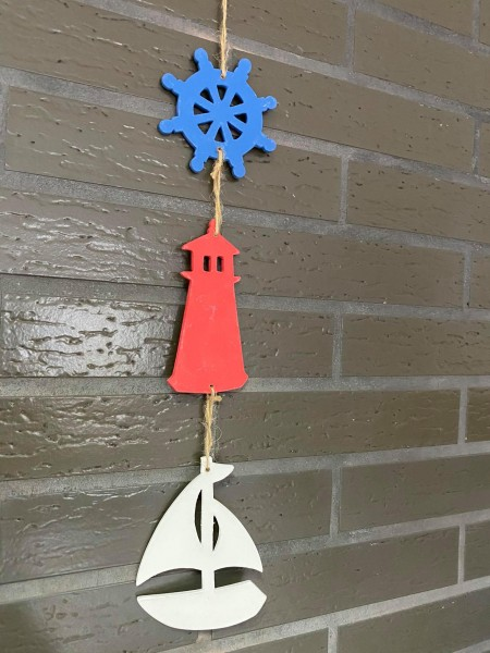 Windspiel mit Leuchtturm, Segelboot und Anker aus Holz handgemacht